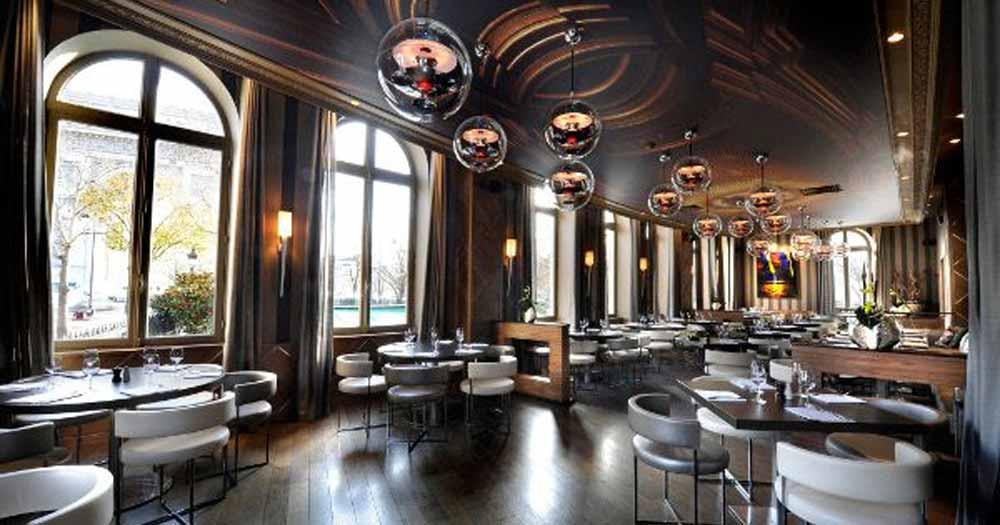 trang trí nhà hàng Tận dụng ánh sáng